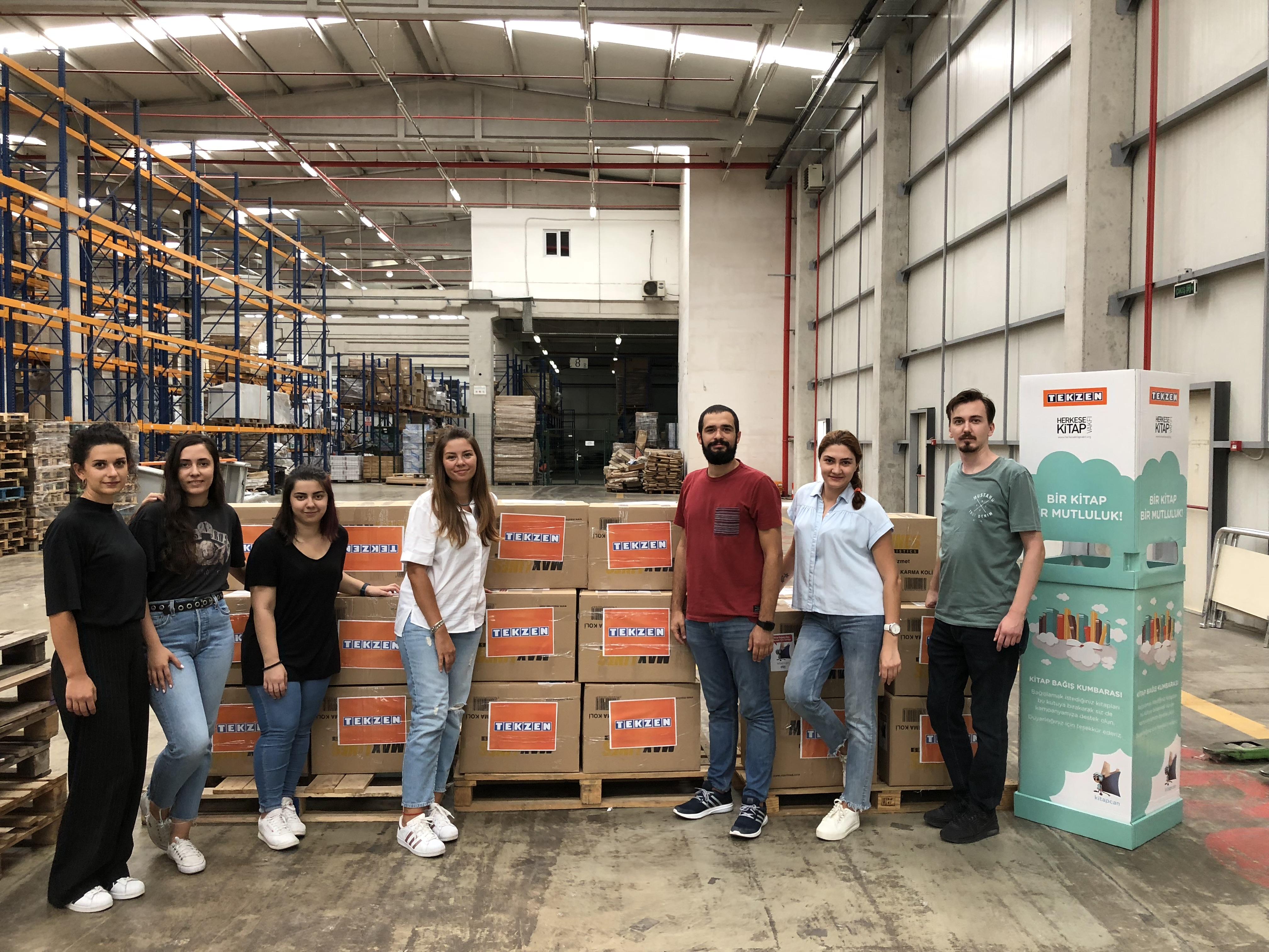 Okullara 4 bin kitap bağışı