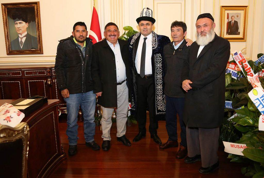 Kırgızlar, Vali Çakır'ı Ziyaret Etti
