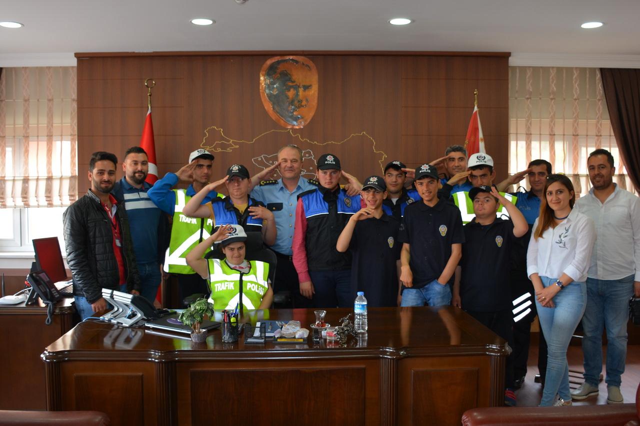 Engelli öğrenciler bir günlüğüne polis oldular