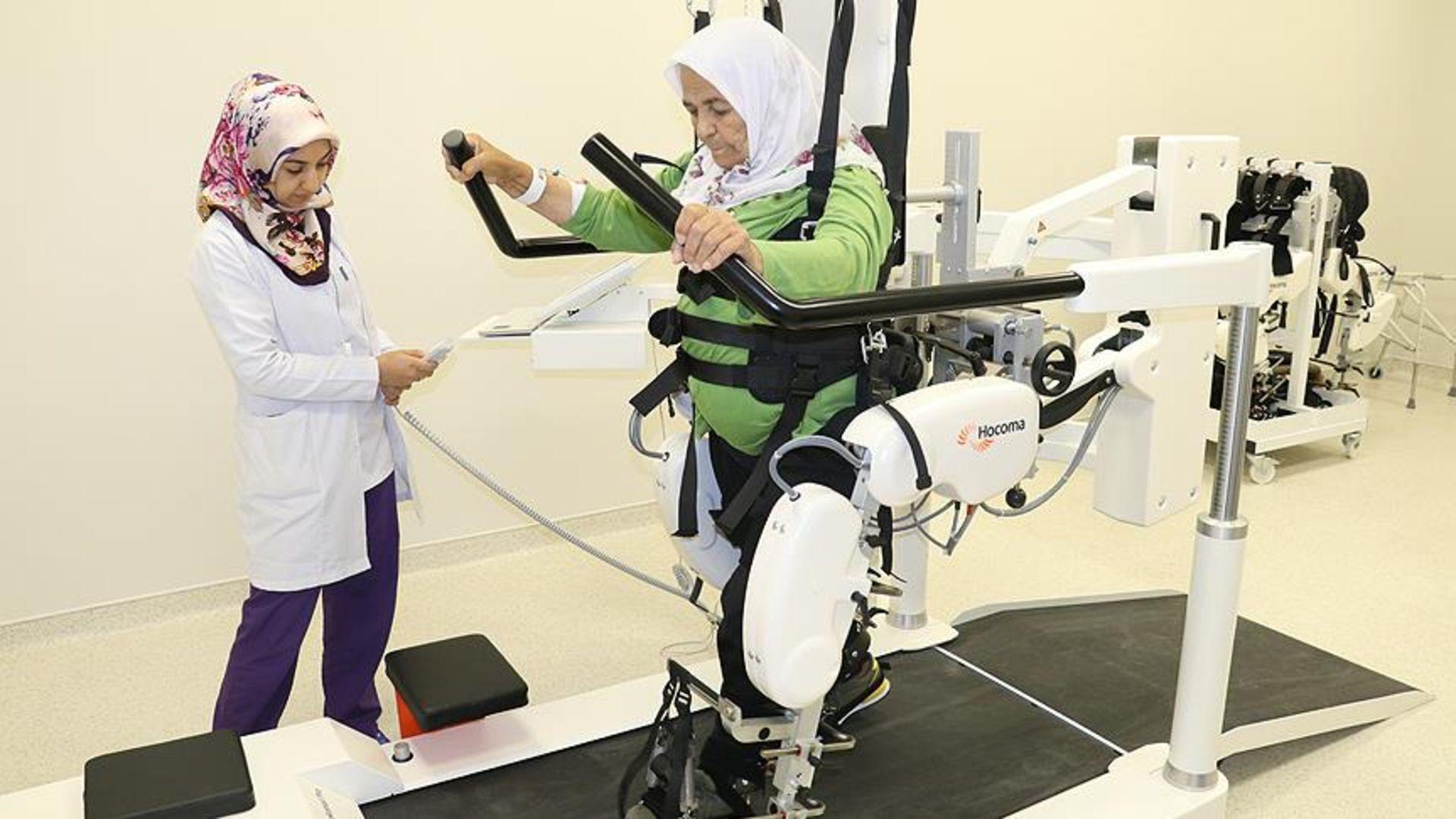 Yürüme robotu hastalara umut oldu