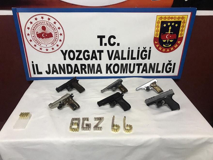 JANDARMA'DAN RUHSATSIZ TABANCA OPERASYONU